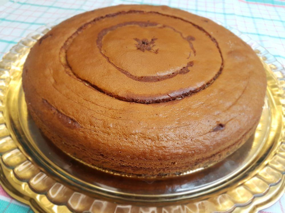 torta con glassa nutella