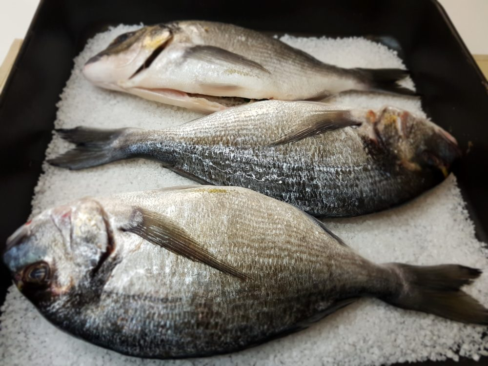 pesce in crosta di sale